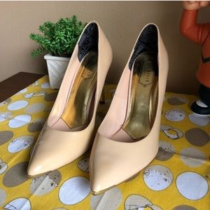 Ted Baker nude patent leather pointed heels sz 9.5